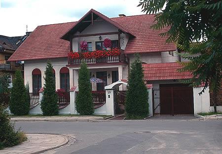 Dom Pod Tujami